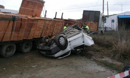 Un matrimonio de Carcaboso muere al colisionar un camión contra su coche en Galisteo