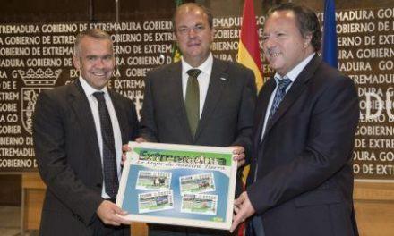 Monago presenta los cupones de la ONCE que llevarán impresas imágenes de la región