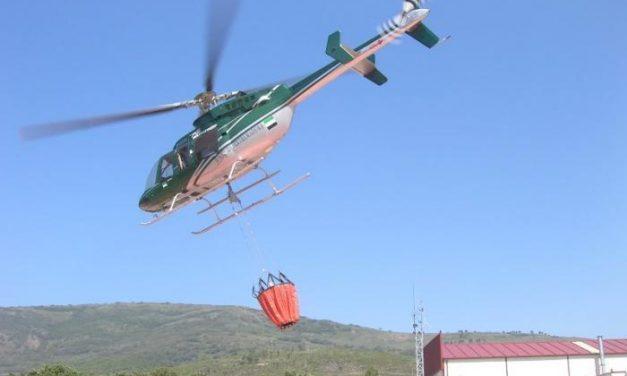 Extremadura envía un helicóptero para colaborar en la extinción de los incendios forestales de Levante