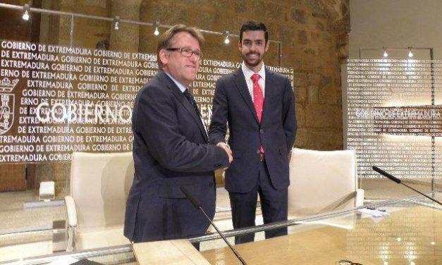 Fomento firma el contrato de promoción de la imagen de Extremadura en los vuelos de la compañía Helitt