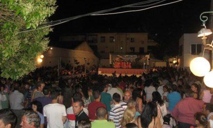Gran éxito de público en la exhibición de sevillanas de los grupos de Ana María Pérez de Moraleja