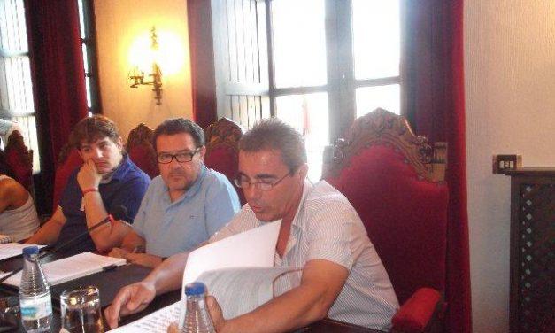 José Luis Estévez toma posesión de su acta de concejal de SIEX en Coria tras la dimisión de Montero