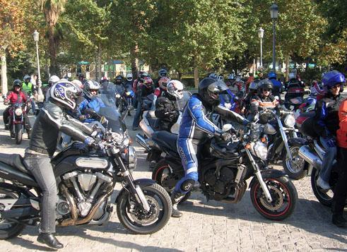 Un grupo de aficionados a las motos de Sierra de San Pedro creará una asociación motera en la comarca