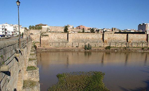 El DOE publica la licitación de las obras de restauración de la Alcazaba de Mérida y del castillo de Montánchez