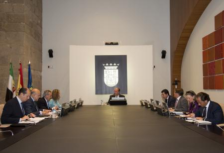 El Gobierno de Extremadura muestra su compromiso con el Plan de Estabilidad del Ejecutivo central