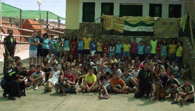 El campamento infantil y juvenil de San Vicente de Alcántara acoge una exhibición canina
