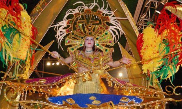 Cristina Casares, una joven de 18 años que quiere ser azafata, es nombrada reina del Carnaval de Navalmoral