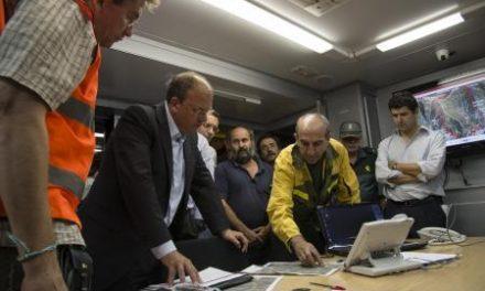 Efectivos del Infoex siguen trabajando en la zona de Cambroncino para tratar de controlar el incendio
