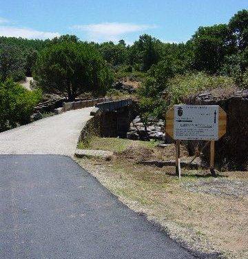 Cadalso inaugura oficialmente las obras de reforma del puente de Los Pilares sobre el río Árrago