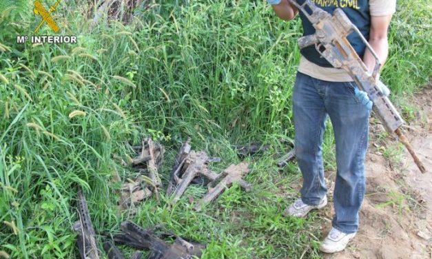 La Guardia Civil ha recuperado parte de las armas robadas en Bótoa en dos fincas rústicas de Badajoz