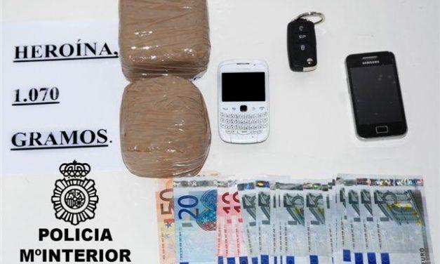 La Policía Nacional detiene a un joven en Mérida que portaba más de un kilo de heroína en su vehículo