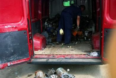 Tres detenidos en una furgoneta sustraída con la que acababan de robar 200 motores eléctricos