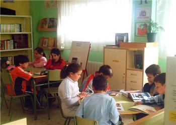 Más de 200 centros educativos de la región reciben ayudas para mejorar sus bibliotecas escolares