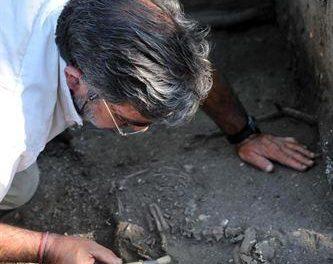 Patrimonio estudia el origen de unos restos humanos y tumbas halladas en las obras de una casa de Torrejoncillo