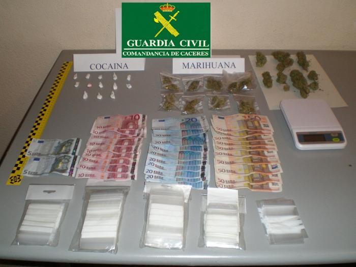 La Guardia Civil detiene a tres personas por delitos de tráfico de estupefacientes en La Vera y Talayuela