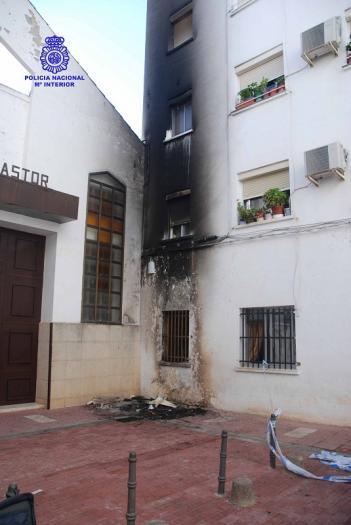 Detenido un joven en Cáceres por prender fuego a una motocicleta estacionada junto a un inmueble