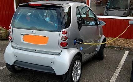 Las ayudas para la compra de vehículos híbridos y eléctricos alcanzan este año los 200.000 euros