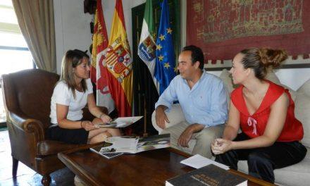 Nevado se reúne con el responsable de McDonald´s en Cáceres ante la apertura de un nuevo centro