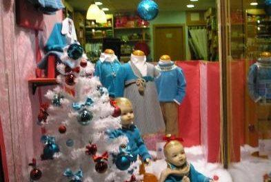 La Asociación de Empresarios Rivera de Gata elige los mejores escaparates navideños de Moraleja
