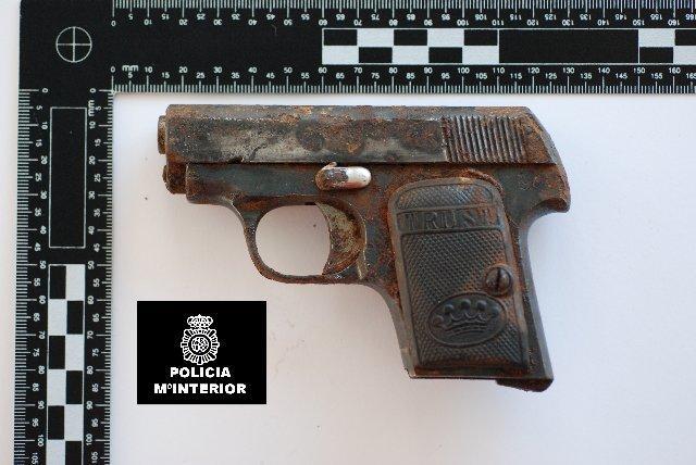 Un hombre de 60 años ha sido detenido por agentes del Cuerpo de Policía en Cáceres por tenencia ilícita de armas
