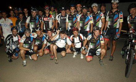 Cuarenta ciclistas participan en una ruta nocturna en bici todoterreno organizada por el Club Xálima
