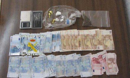 La Guardia Civil desarticula un punto de venta de drogas en Valencia de Alcántara y detiene a una persona