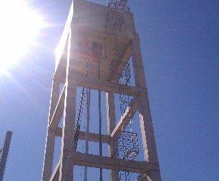 Las obras para mejorar la distribución de agua en La Moheda se inician con la instalación de un motor