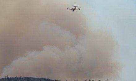 Los medios aéreos se suman a las tareas de extinción del incendio declarado en Valverde