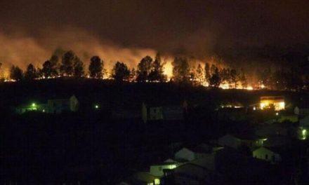 Las llamas se alejan de Valverde del Fresno y no será necesario, de momento, evacuar la localidad