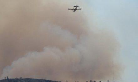 Más de 350 efectivos y 15 medios aéreos continúan trabajando para extinguir el incendio de Valverde