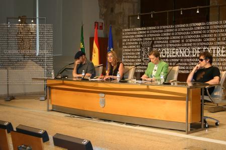 Los artistas Gecko Turner y Gene García actuarán en el acto institucional del Día de Extremadura