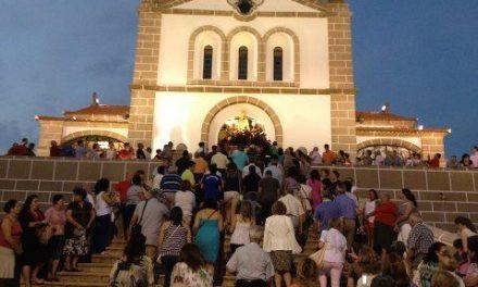 Cientos de devotos arropan en Valencia de Alcántara a la Virgen de los Remedios en su traslado al santuario
