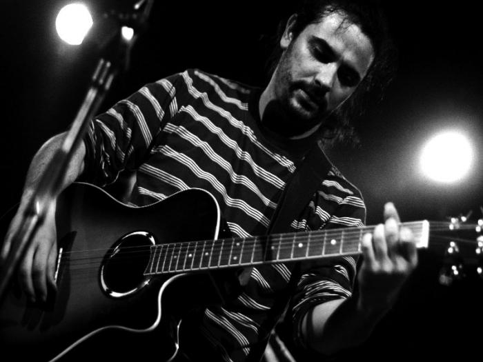 """El cantautor sevillano Luka Sinraza presenta este sábado su disco """"Embustero"""" en los conciertos de la Feria Rayana"""