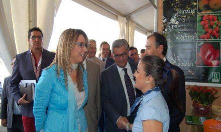 La vicepresidenta del Gobierno alaba la «rebeldía» de Moraleja por organizar la Rayana en tiempos de crisis