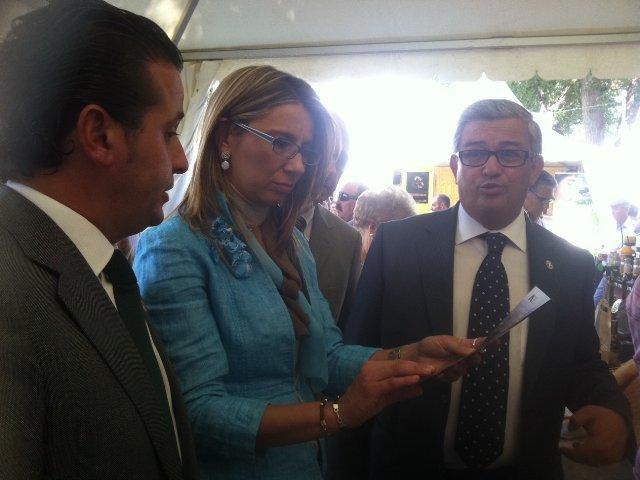 """La vicepresidenta del Gobierno alaba la """"rebeldía"""" de Moraleja por organizar la Rayana en tiempos de crisis"""