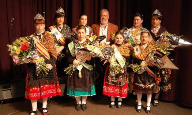 Puesta de largo de las reinas y damas del Carnaval de Navalmoral, que fueron coronadas el sábado