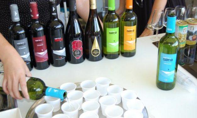 La Bodega Sierra de Gata presenta sus nuevos vinos con una cata en la Feria Rayana de Moraleja