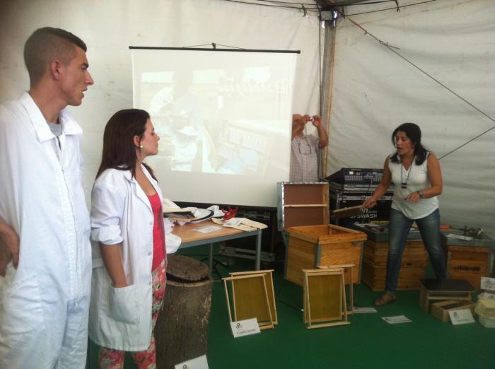 El Centro de Formación Rural de Moraleja participa en la Feria Rayana con talleres apícolas y ecuestres
