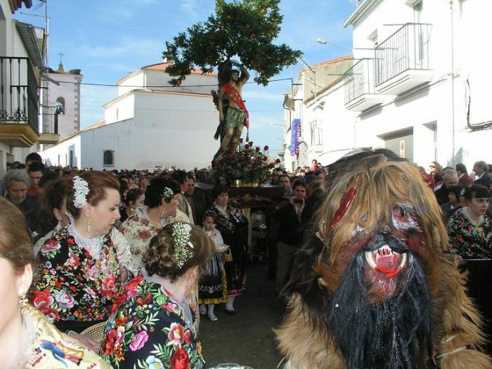La Fiesta de Las Carantoñas de Acehúche atrajó a unas 3.000 personas el domingo por la mañana