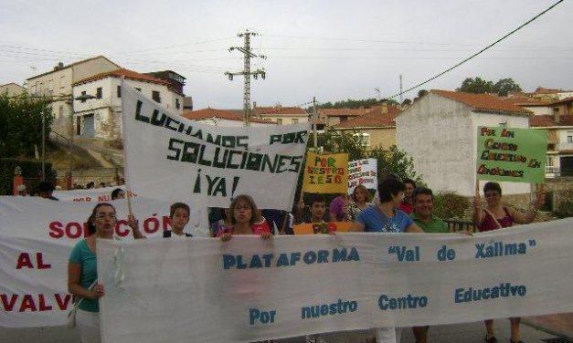 Los vecinos del Valle de Xálima exigen con una protesta que se retomen las obras del IESO de Valverde