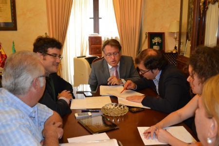 El consejero de Fomento anuncia la construcción de una estación de autobuses en Trujillo cerca del Silo