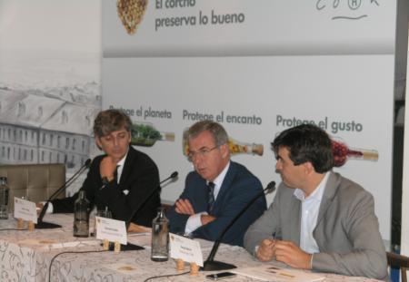 Los empresarios del corcho e Iprocor participan en una campaña de promoción del tapón de corcho