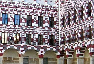 El Gobierno de Extremadura recupera la gestión y rehabilitará las viviendas de la Plaza Alta de Badajoz