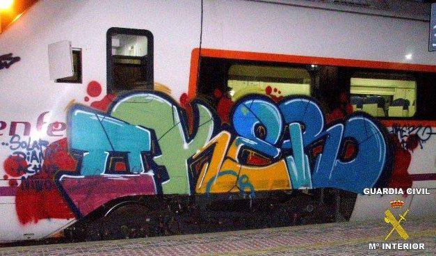 Cuatro jóvenes de Barcelona son sorprendidos cuando realizaban un graffitti en un tren en Cabeza del Buey