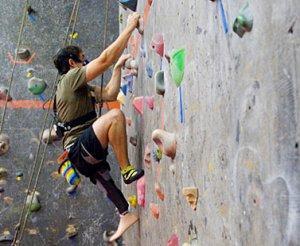El Pabellón de Deportes de Moraleja acogerá un curso de iniciación a la escalada para adultos