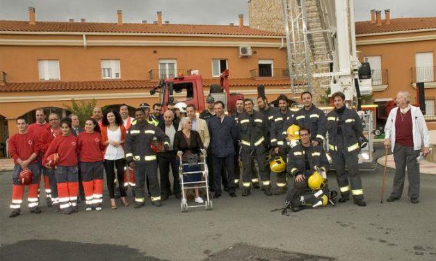 Bomberos del SEPEI realizan un simulacro de incendio y evacuación en la Residencia de Mayores de Alcántara