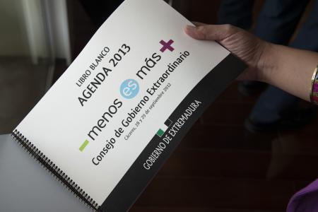 El Gobierno de Extremadura presenta la Agenda 2013 con 119 medidas a aplicar en el próximo ejercicio