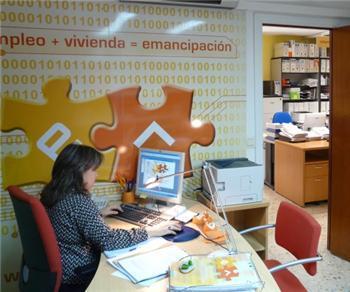 La Oficina de Emancipación Joven de Mérida comienza a funcionar en la sede del Instituto de la Juventud