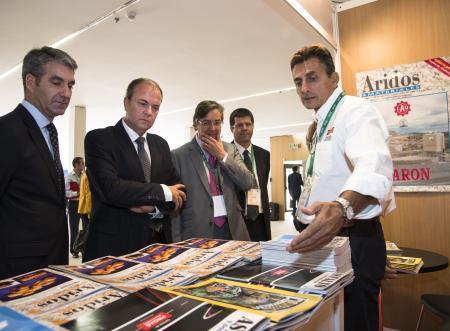 Monago apuesta por la cohesión del sector de los áridos y la agilización de trámites para competir