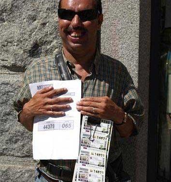 La ONCE reconoce la pérdida de poder adquisitivo de los vendedores de cupones de Extremadura